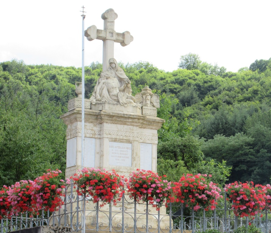 11 MONUMENT MORTS